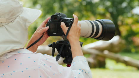 Photographer-With-Telephoto-Lens