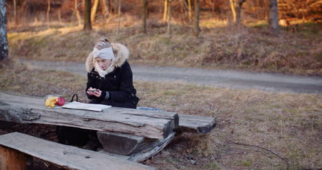 Female-Tourist-Writing-Message-On-Smartphone-2