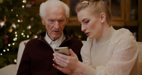 Woman-Teaching-Grandfather-To-Use-Cellphone-In-Christmas-1