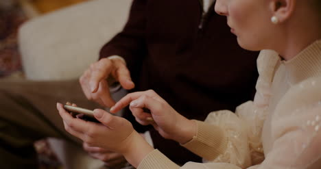 Female-Teaching-Grandfather-To-Use-Cellphone-In-Christmas-2