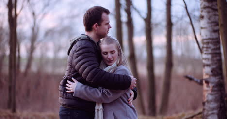 Young-People-Hugs-In-The-Autumn-Forest-1