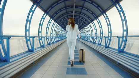 Stylish-Business-Woman-In-White-Suit-Goes-Through-The-Tunnel-Or-The-Transition-From-The-Glass-Lucky-