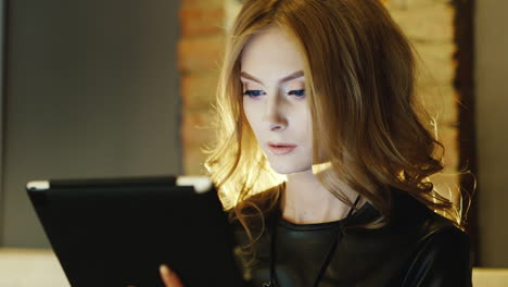 Woman-Model-Looks-20-25-Years-Old-Sitting-In-Cafe-Working-With-The-Tablet-Hair-Beautifully-Illuminat