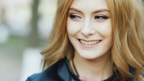 Portrait-Of-A-Young-Blue-Eyed-Woman-Smiling-At-The-Camera-Hd-Video