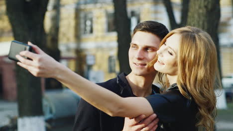 Boy-And-Girl-Make-Selfie-In-The-City-Hd-Video