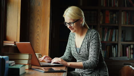 Woman-Using-Laptop-in-Library