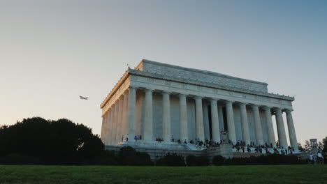 Plane-Flies-Over-Lincoln-Memorial