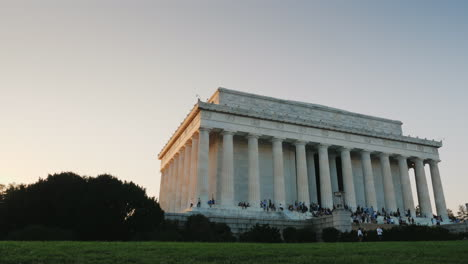 Crowds-at-Lincoln-Memorial-Washington-DC