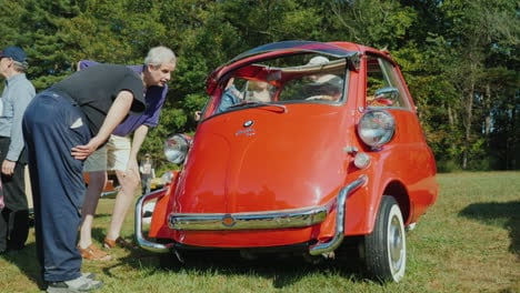 BMW-Isetta-at-Car-Show
