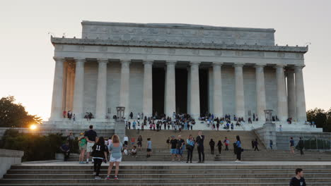 Tourists-on-Steps-of-Lincoln-Memorial