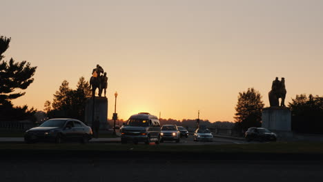 Arlington-Memorial-Bridge-Traffic-At-Sunset