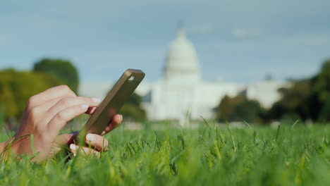 Hands-Using-Smartphone-By-Capitol-Building