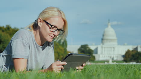 Woman-on-Tablet-by-Capitol-Building