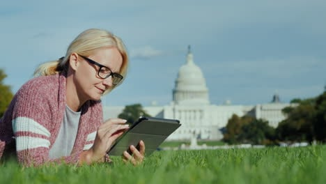 Woman-Using-Tablet-by-Capitol-Building