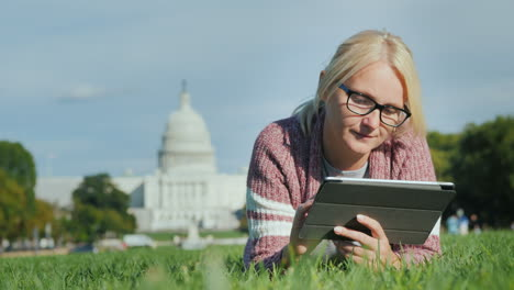 Woman-With-Tablet-by-Capitol-Building