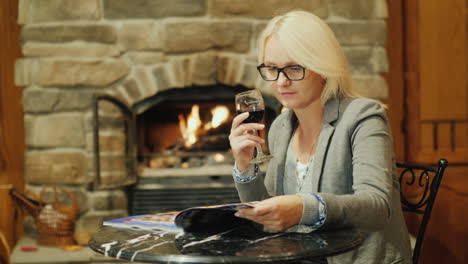 Woman-With-Wine-Reading-Magazine