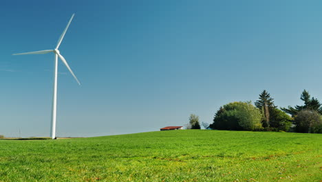 Wind-Turbine-Spinning-in-a-Field