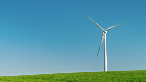 Wind-Turbine-on-a-Clear-Day