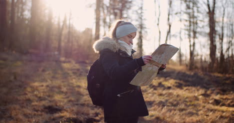 Tourist-Reading-Map-On-Trail-In-Mountains-11