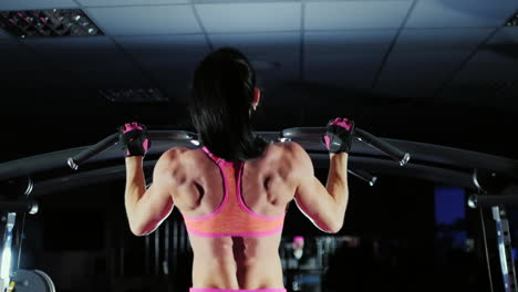 Video-With-Studio-Luz-Muscular-Woman-Trains-Muscles-Of-The-Back-Prores-Hq-422-10-Bit-Video