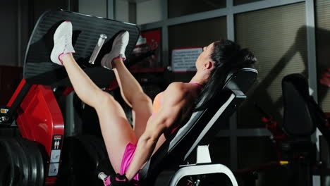 Athletic-Woman-Trains-Muscles-Of-The-Legs-In-The-Gym