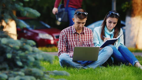 Students-Man-And-Woman-Working-With-A-Laptop-In-The-Park-Hd-Video