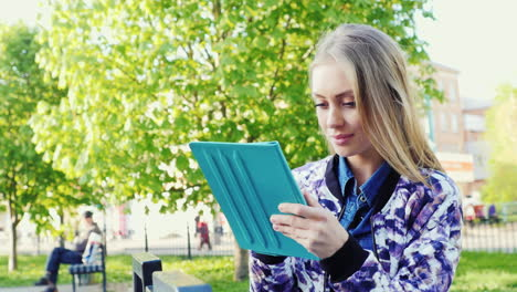 Attractive-Woman-Walking-In-The-City-Enjoys-A-Tablet-Prores-422-10-Bit