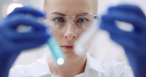 Female-Scientist-Looking-For-A-Cure-For-Coronavirus