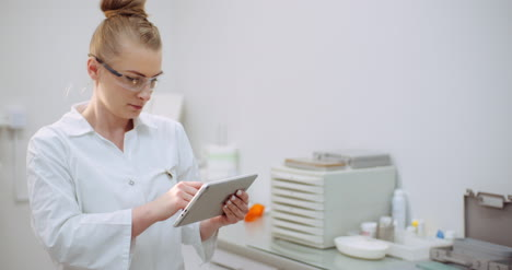 Female-Doctor-Using-Digital-Tablet-At-Dental-Clinic