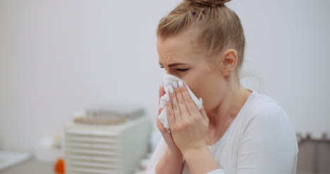 Sneezing-Woman-Has-Coronavirus-Symptoms