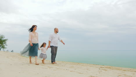Happy-Family-Of-Three-People-Running-On-The-Beach-05