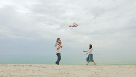Friendly-Young-Family-Playing-With-Daughter-Fly-A-Kite-02