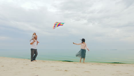 Friendly-Young-Family-Playing-With-Daughter-Fly-A-Kite-03