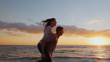 Loving-Couple-Having-Fun-On-The-Beach-Berugu-Girl-Riding-On-Guy-Shows-His-Hand-Forward-Prores-Hq-10