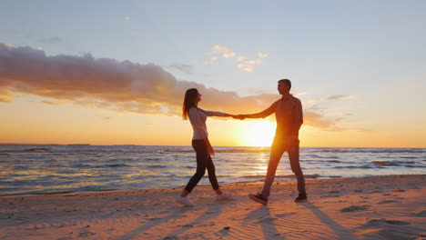 Romantic-Couple-Walking-On-The-Beach-At-Sunset-Holding-Hands-Having-A-Good-Time-Prores-Hq-10-Bit-Vid
