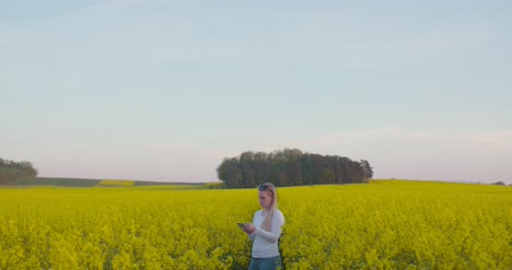 Young-Farmer-Using-Digital-Tablet-At-Oilseed-Rape-Field-3