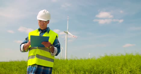 Wind-Turbine-Inspection-Renewal-Energy-Concept-10