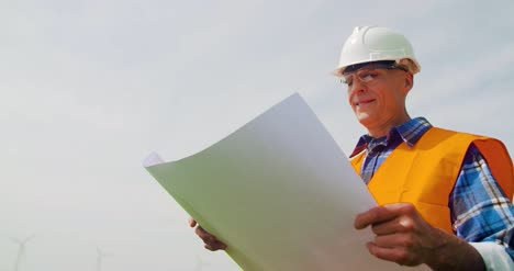Engineer-Writing-On-Clipboard-While-Doing-Wind-Turbine-Inspection-2