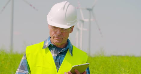 Wind-Turbine-Inspection-Digital-Tablet
