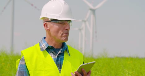 Wind-Turbine-Inspection-Digital-Tablet-1
