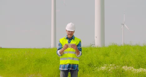 Wind-Turbine-Inspection-Digital-Tablet-2
