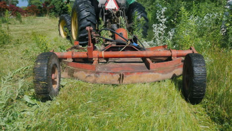 The-Tractor-Pulls-The-Grass-Mowing-Unit