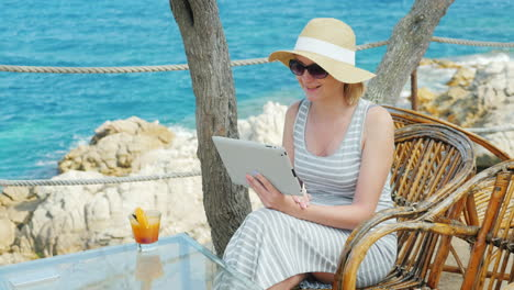 Always-Connected-Woman-Tourist-Obschaetsya-With-Friends-Via-Video-Link-From-The-Tablet-Sitting-In-A-