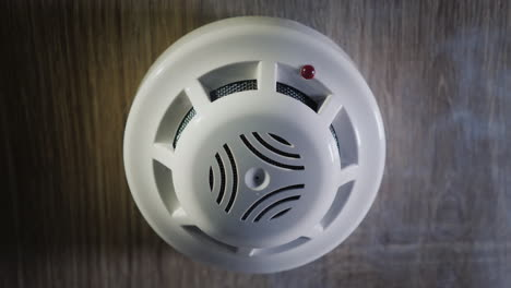 The-Smoke-Detector-Is-Triggered-By-A-Trickle-Of-Dum-The-Red-Indicator-Lights-Up-4k-Video