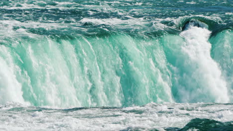 The-Flow-Of-Water-In-Niagara-Falls-Is-An-Amazing-Sight-Of-Nature