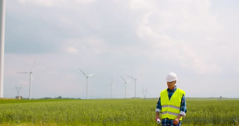Engineer-Using-Digital-Tablet-At-Windmill-Farm-1