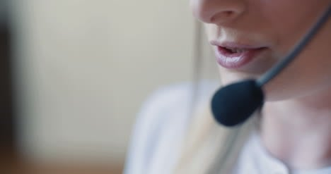Close-Up-Ow-Woman-Working-In-Call-Center-4