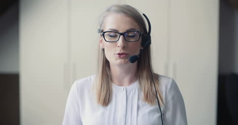 Close-Up-Ow-Woman-Working-In-Call-Center-5
