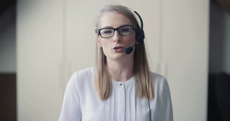 Close-Up-Ow-Woman-Working-In-Call-Center-6