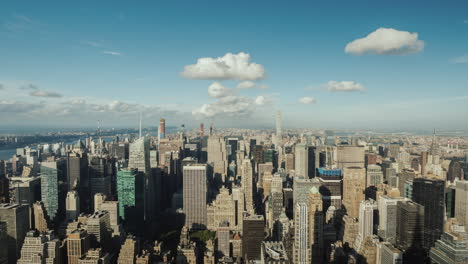 Panning-Hyperlapse:-Top-View-Of-The-Business-District-Of-Manhattan-In-New-York